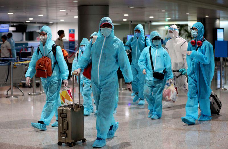 hỗ trợ đặt vé máy bay từ Malaysia về Việt Nam